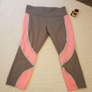 NWT Avia yoga capris with pockets